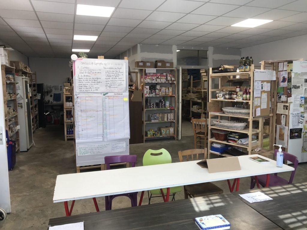 l'accueil et la table de réunion